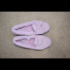 Ugg Dakota bow pink slip ons size 7